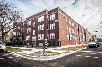 1101 N LeClaire Ave 2 Beds Apartment for Rent Photo Gallery 1