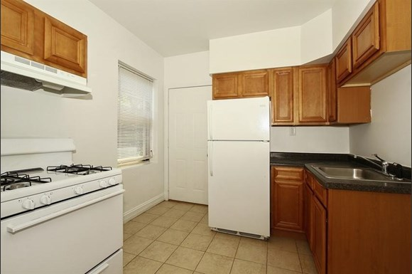 7800 S Michigan Ave Apartments Chicago Kitchen
