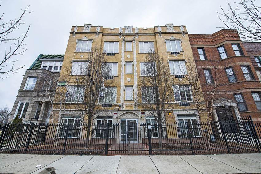 4114 W Washington Blvd Apartments Chicago Exterior