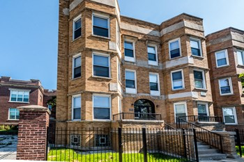 1030 E 47Th St 2 Beds Apartment for Rent Photo Gallery 1