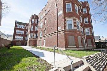 11932 S Stewart Ave 1-2 Beds Apartment for Rent Photo Gallery 1