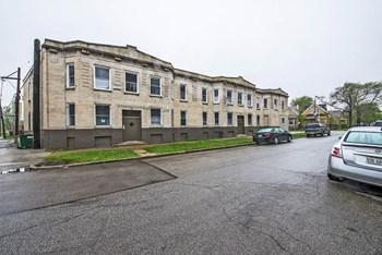 708-14 S Karlov Ave 2-3 Beds Apartment for Rent Photo Gallery 1