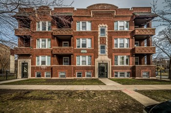 6748 S Blackstone 2 Beds Apartment for Rent Photo Gallery 1