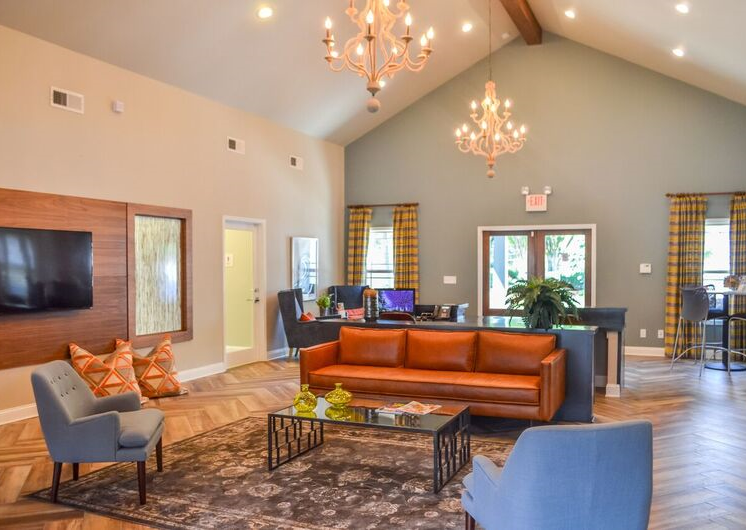 Cozy Lounge at Woodland Hills