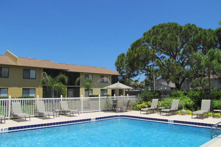 Bay Club Pool and Sundeck with lounge chairs | Apartments in FLorida