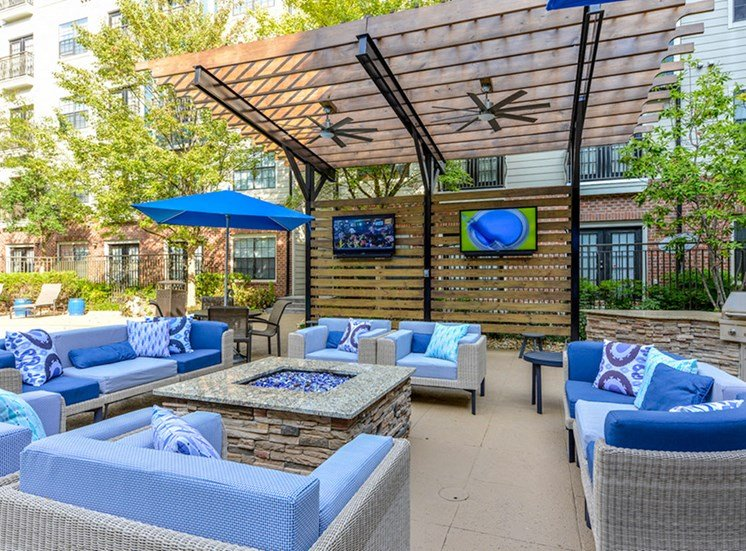 CB Lofts outdoor lounge and fire pit.