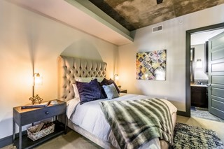 vaulted ceiling master bedroom in apartment near dallas