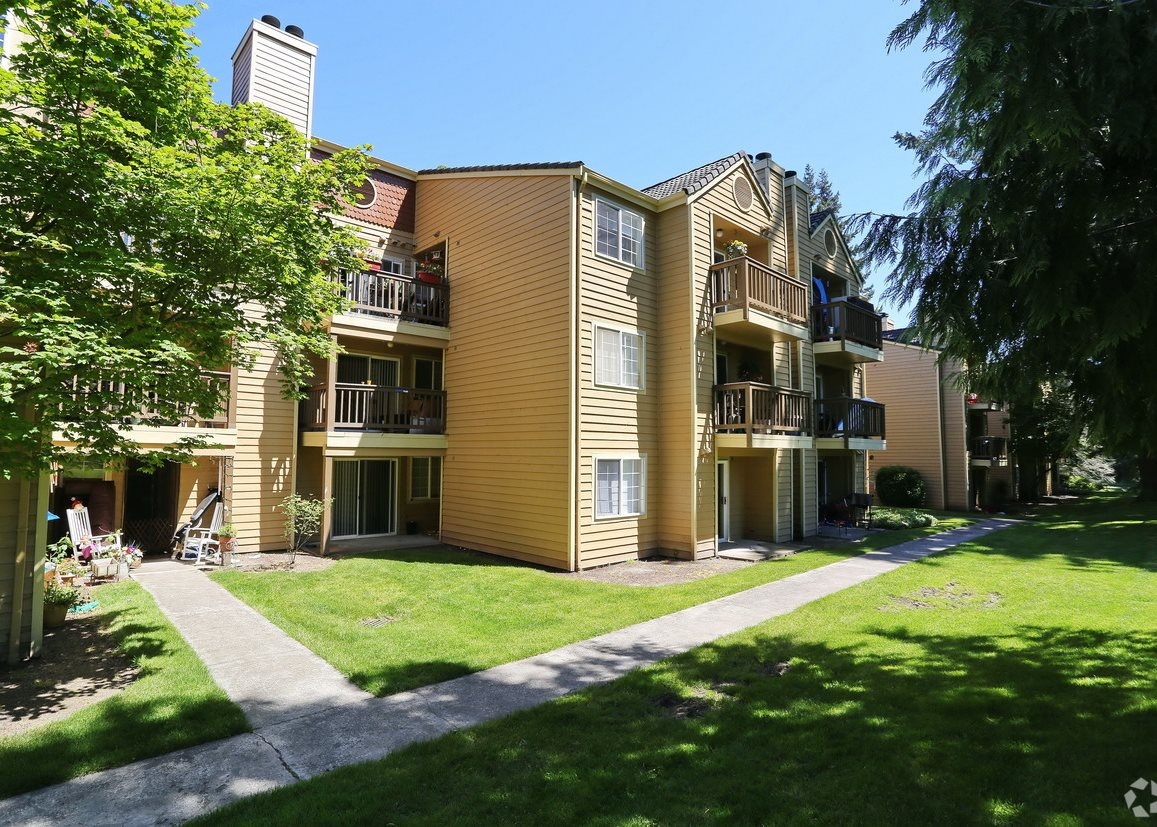 CentrePointe Greens | Apartments in Everett, WA