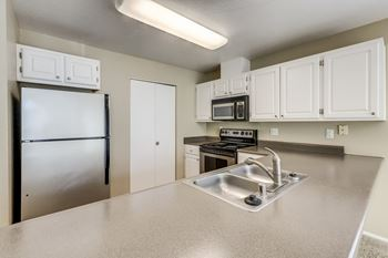 7609 NE Vancouver Mall Drive 1-2 Beds Apartment for Rent Photo Gallery 1