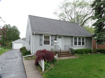 15922 School 4 Beds House for Rent Photo Gallery 1