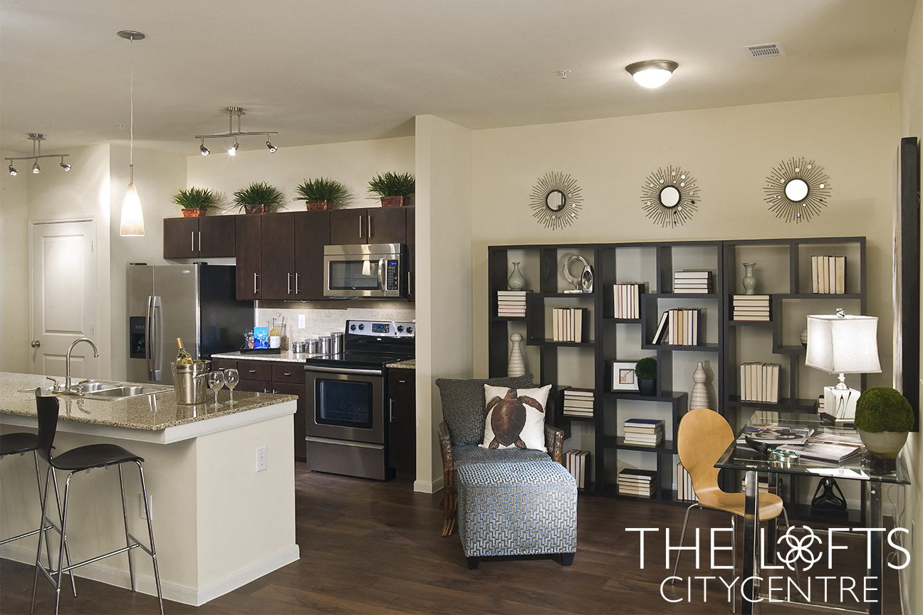 Contemporary Dining at The Lofts CityCentre Apartments in Houston, Texas 77024