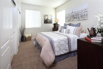 1701 Independence Blvd 1-4 Beds Apartment for Rent Photo Gallery 1