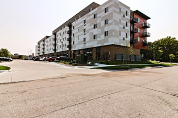 4800 Holdrege Studio-2 Beds Apartment for Rent Photo Gallery 1