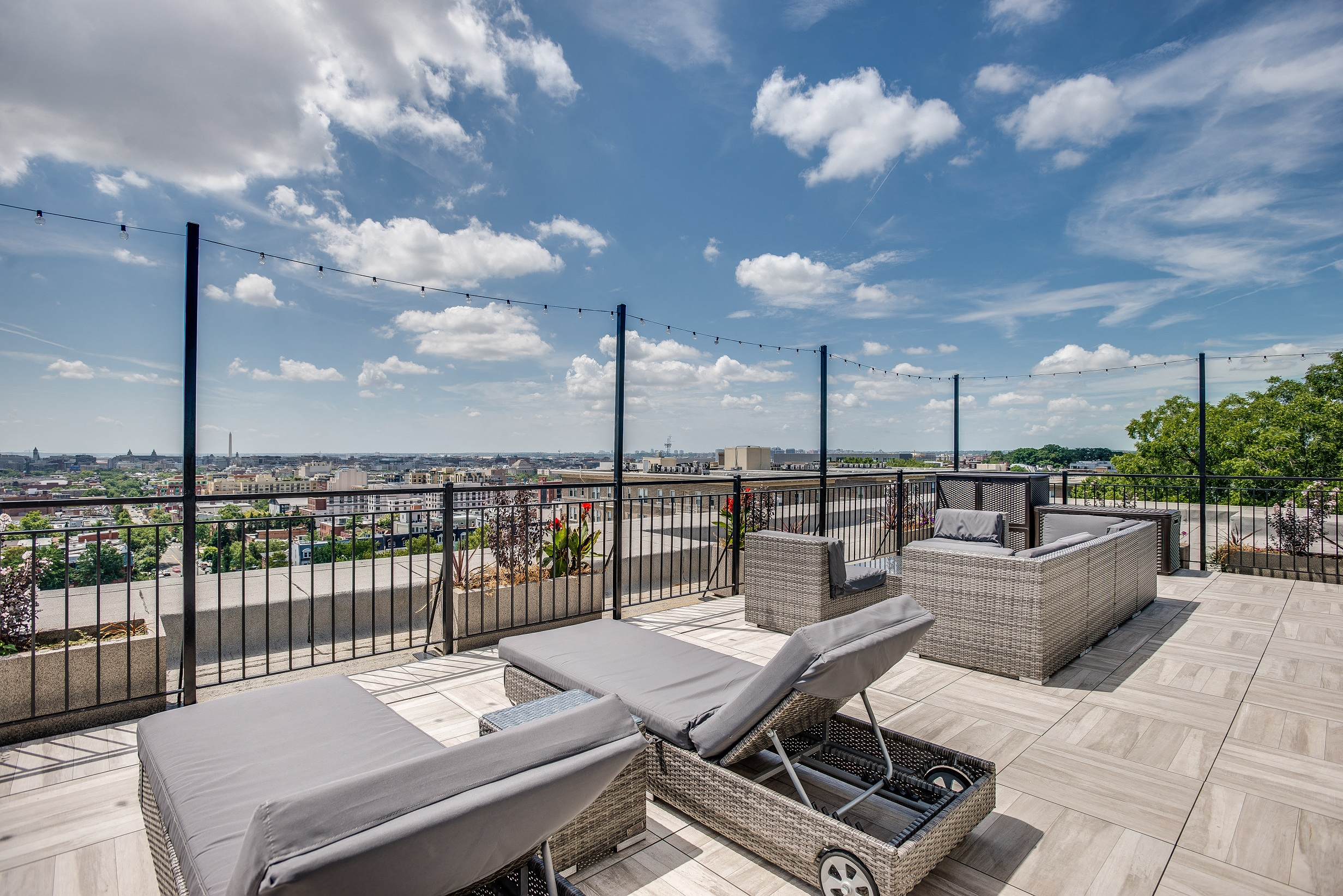 Attrayant Highview Castle Manor Apartments Rooftop Near Columbia Heights And U Street  Washington DC