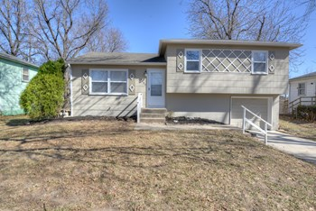 4135 N Jackson Ave. 3 Beds House for Rent Photo Gallery 1