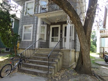 443/445 W. DAYTON STREET 3 Beds Apartment for Rent Photo Gallery 1