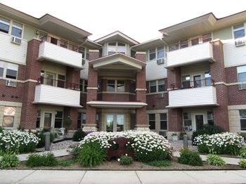 201 S Madison St 2 Beds Apartment for Rent Photo Gallery 1