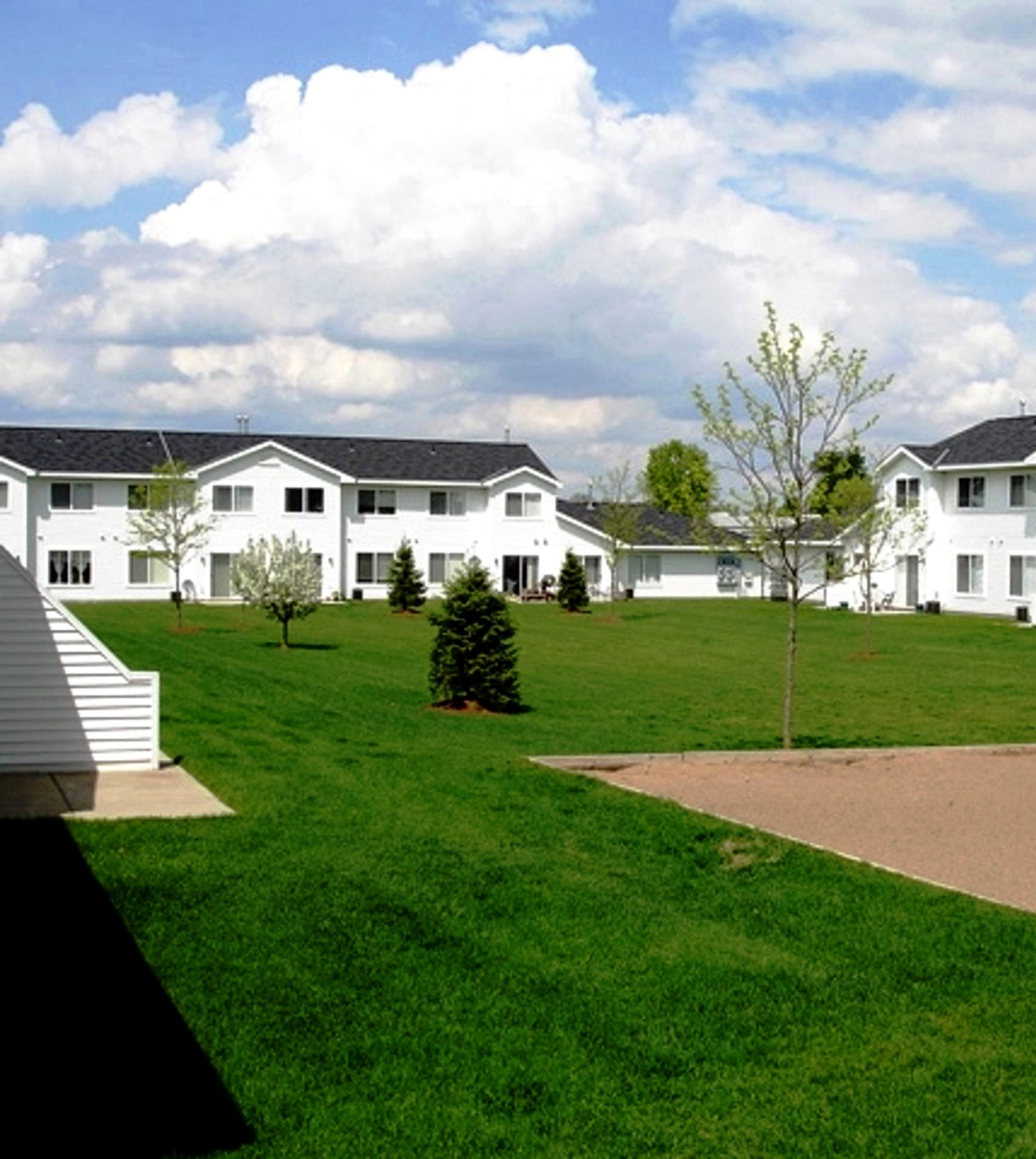 Townhouse Apartments: Apartments In Hudson, WI