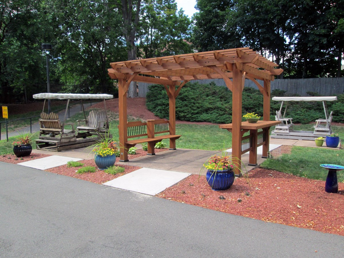 Outdoor sitting area at Franklin Square Manor Apartments in New Britain, CT