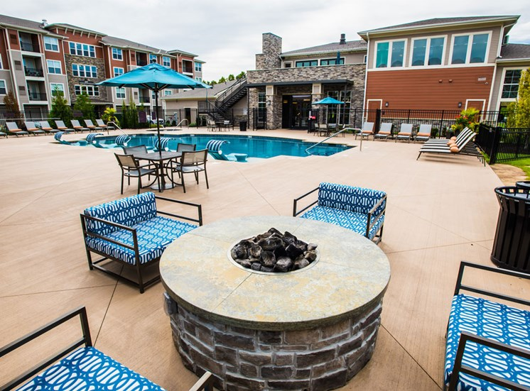Courtyard Patio With Ample Sitting at Altitude 970, Kansas City, MO
