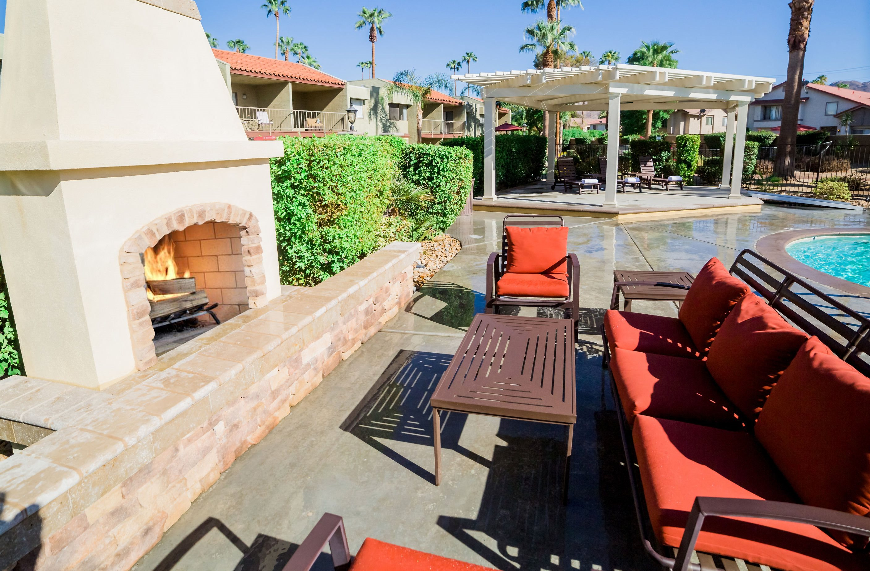 Ariana At El Paseo Lifestyle - Outdoor Fireplace & Lounge Area