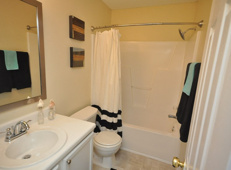 Pine Ridge 2 Bedroom Townhome Bathroom