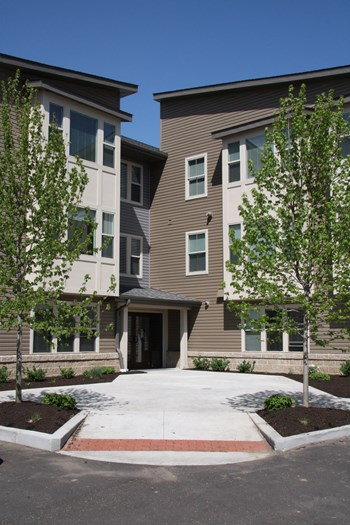 515 5th St. (NW) Canton 1-2 Beds Apartment for Rent Photo Gallery 1
