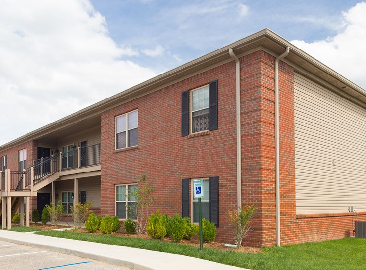 Exterior View at Wyndamere Apartments, Georgetown, 40324