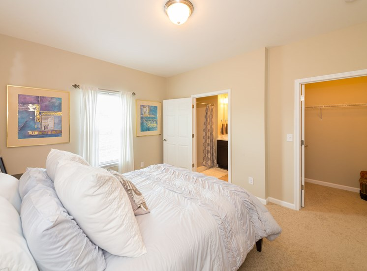 Airy Master Bedroom at Wyndamere Apartments, 40324