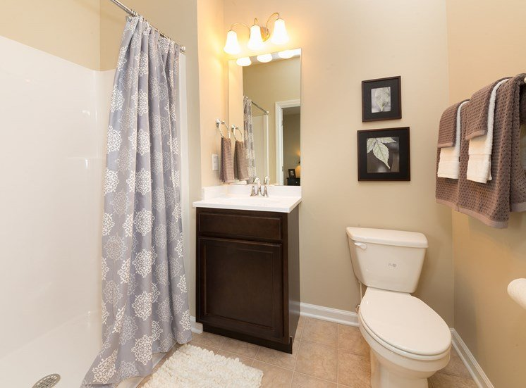 Large Bathroom at Wyndamere Apartments, 101 Collins Path