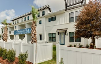 102 Aquatic Drive 2-3 Beds Apartment for Rent Photo Gallery 1