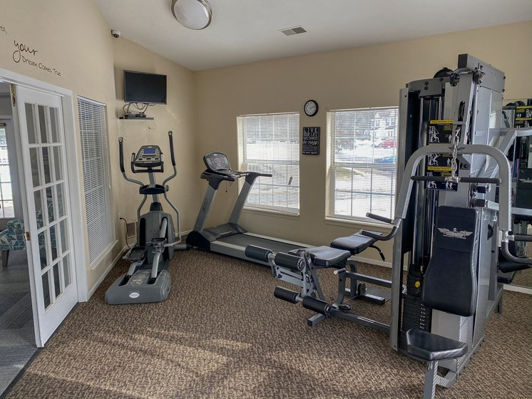 Great Cardio and Weight Lifting Equipment, Waterford Pines in Waterford, MI