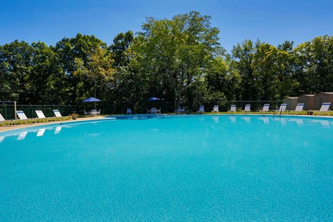 Pool at Baltimore MD Townhouses for rent