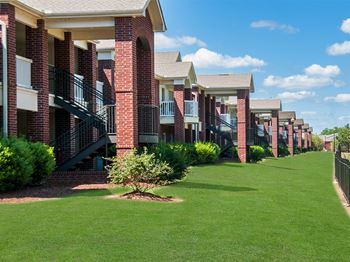 1800 Links Blvd #6700 1-2 Beds Apartment for Rent Photo Gallery 1