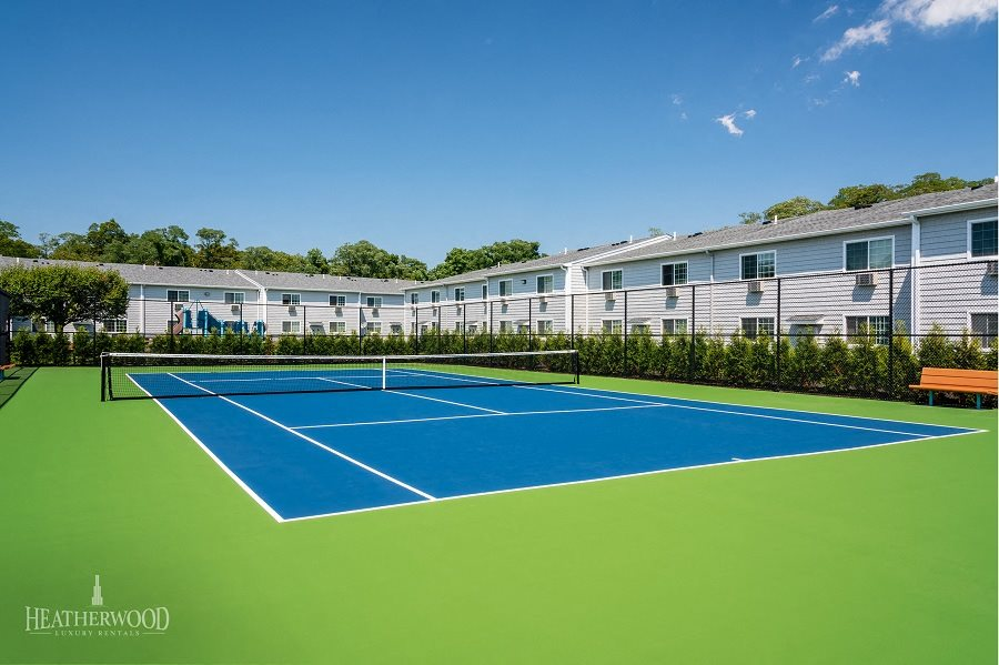 tennis courts at southwood luxury apartment by heatherwood luxury rentals