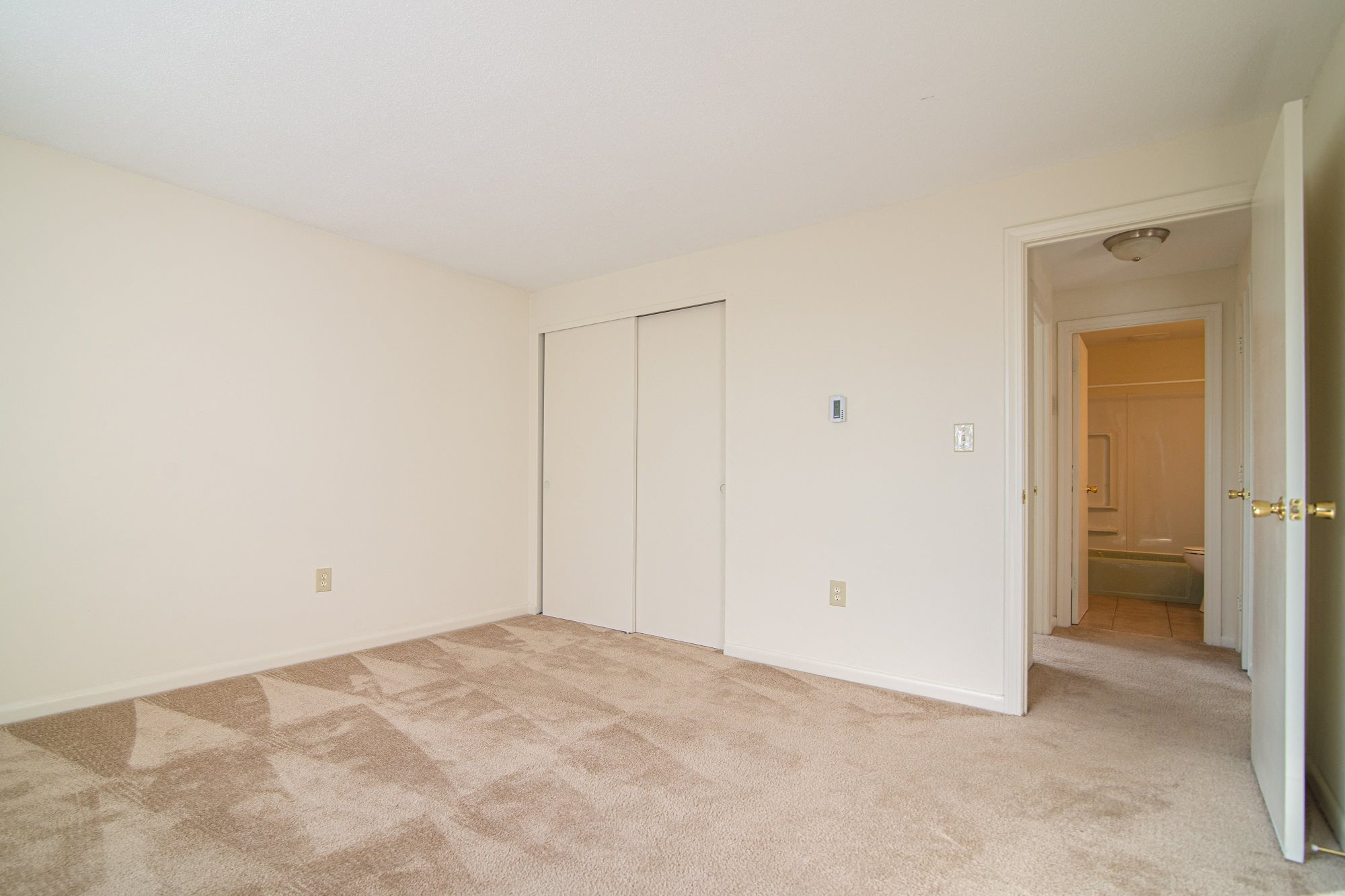 Lowell, MA Student Apartments - Studio -1-2 Beds - Photos ...