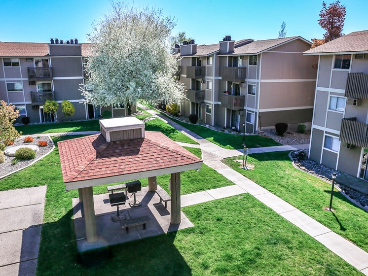 Meadow Ridge Apartments Courtyard
