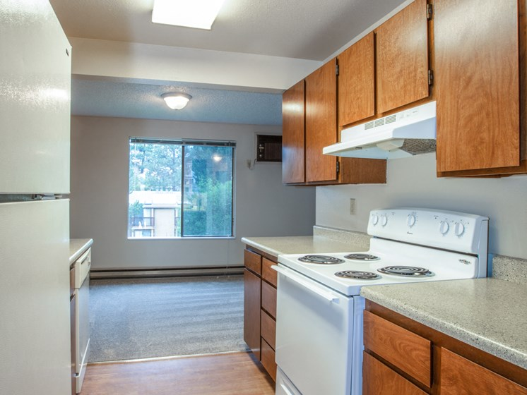 Meadow Ridge Apartments Kitchen Counter and Appliances