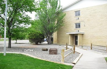 902 3Rd St. E 1-2 Beds Apartment for Rent Photo Gallery 1