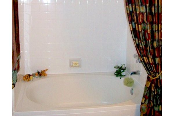 Reserve at Mill Landing Apartments Tub Tile