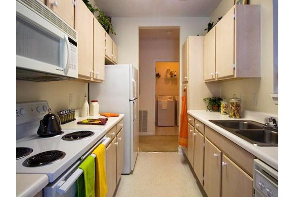 Reserve at Mill Landing Apartments fully equipped kitchen