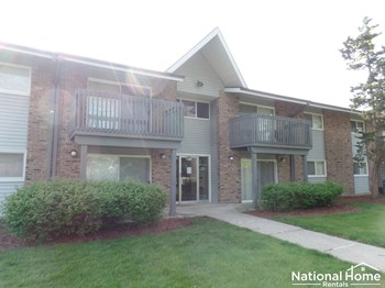 16W543 Mockingbird Lane #107 2 Beds House for Rent Photo Gallery 1
