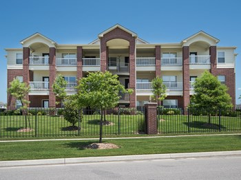 1800 W Albany Drive 1-2 Beds Apartment for Rent Photo Gallery 1