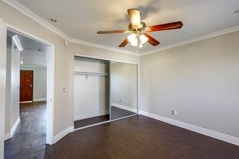 227 S. Carondelet Street 2-3 Beds Apartment for Rent Photo Gallery 1