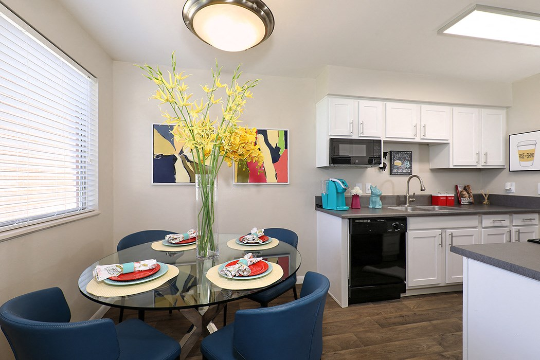 Apartments in Salt Lake City for Rent - 47seventy Settler's Point Apartments Dining Room