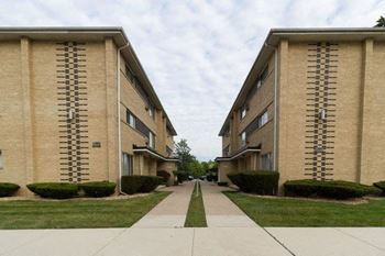 11045 S. Homewood Ave 1-2 Beds Apartment for Rent Photo Gallery 1
