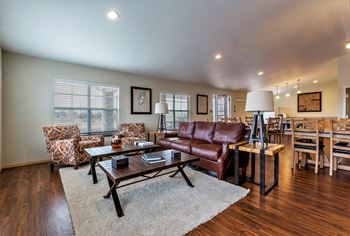 1210 E Sealy Ave 3 Beds Apartment for Rent Photo Gallery 1