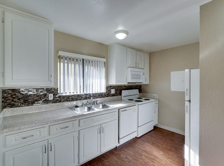 Well Equipped Kitchen at Highlander Park Apts, Riverside