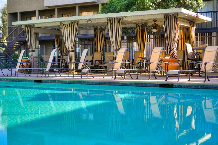 Picturesque Pool And Cabana Setting at Highlander Park Apts, Riverside, CA, 92507