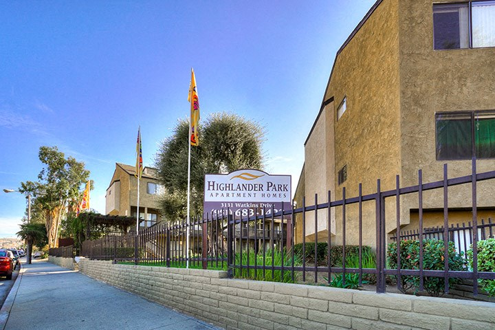 Elegant Exterior View at Highlander Park Apts, Riverside